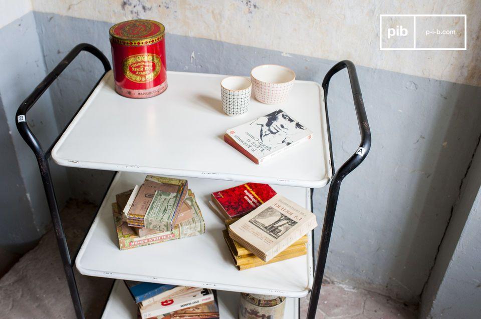 La desserte Excelsior est un petit meuble au design industriel
