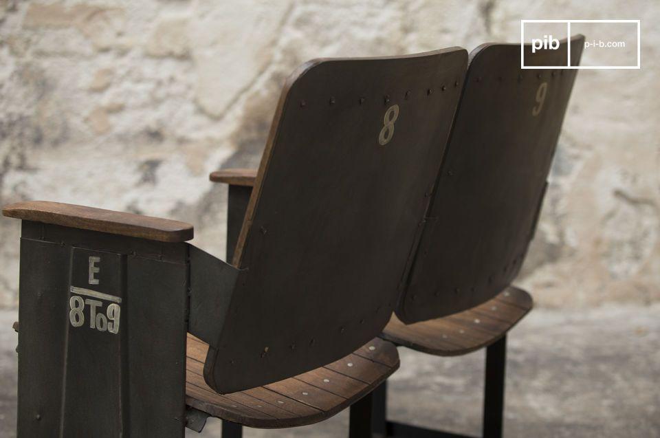 Équipée d\'une assise et d\'un dossier courbés, elle affiche un bon niveau de confort, tout en étant bien stable sur sa base rectangulaire
