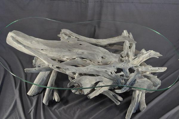 Un exemple d'un meuble en bois flotté