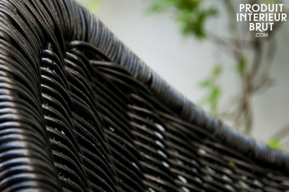 Le fauteuil à bascule Müsta est un siège hors du commun qui vous séduira tant par sa beauté