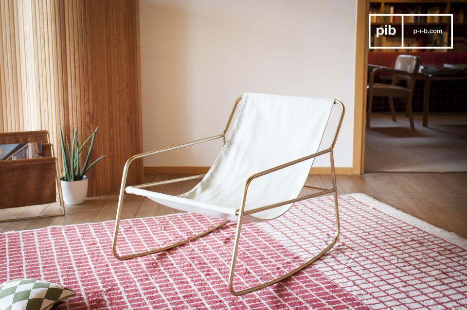 L'élégance d'un fauteuil à bascule scandinave aux inspirations métissées