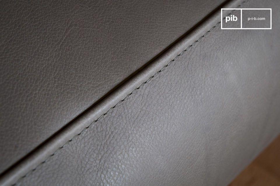 Avec ses lignes vintage empruntées aux années 60 et son enveloppe en cuir gris