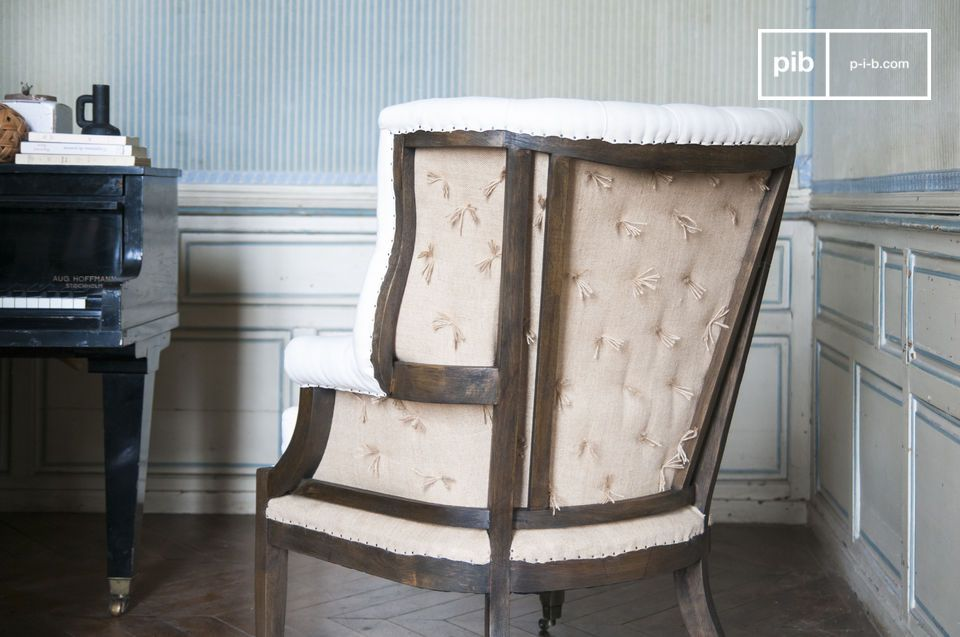 Le fauteuil Cambridge reprend les formes classiques des modèles campagne-chic pour obtenir quelque