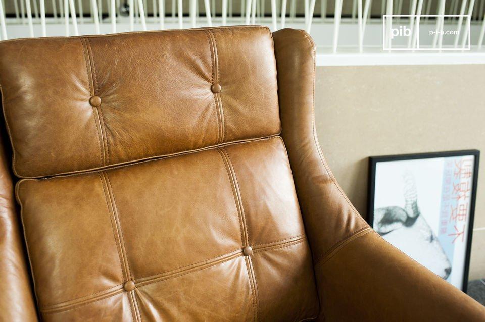 L\'assise et le dossier présentent de jolis détails sous la forme de coutures apparentes et