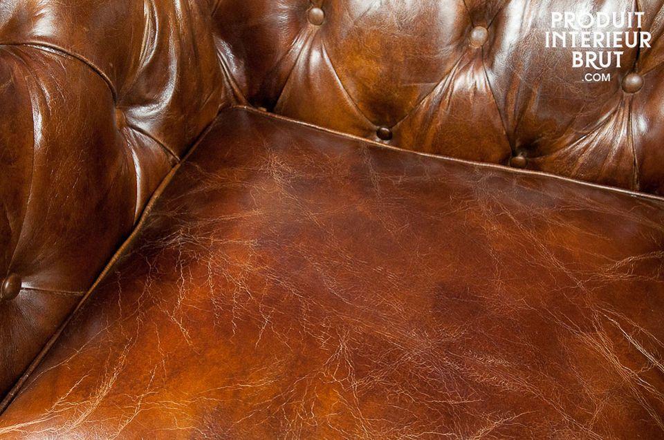 Un fauteuil Chesterfield 100% cuir vielli
