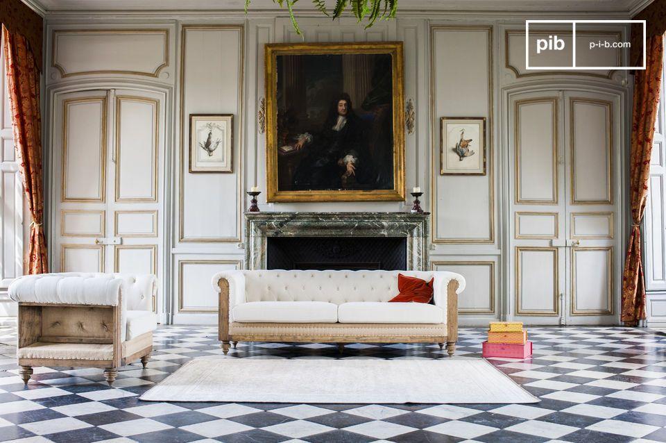 Par ses dimensions et son rembourrage en mousse dense, le fauteuil chesterfield Montaigu assure un très bon niveau de confort