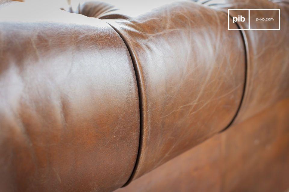 L\'assise possède un moelleux inaltérable grâce à ses sangles et ressorts bi-coniques sur