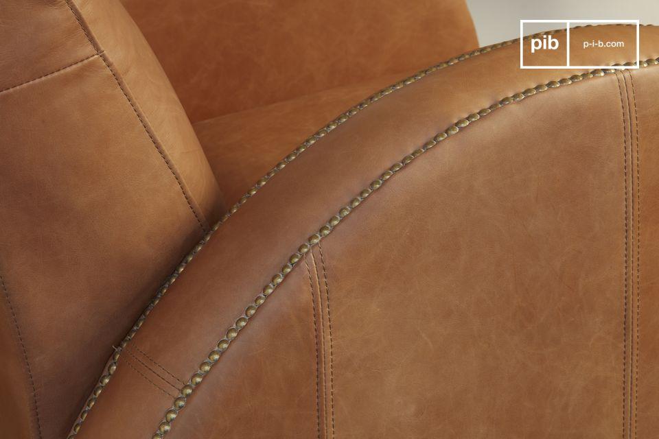 Le fauteuil Rockefeller Camel est un modèle de club affichant des lignes qui lui sont propres