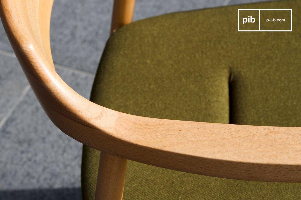 Reprenant le design intemporel des fauteuils scandinaves des années 50