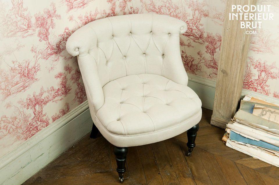 Le charme d\'un fauteuil crapaud capitonné associé à une toile lin-coton pour un résultat façon