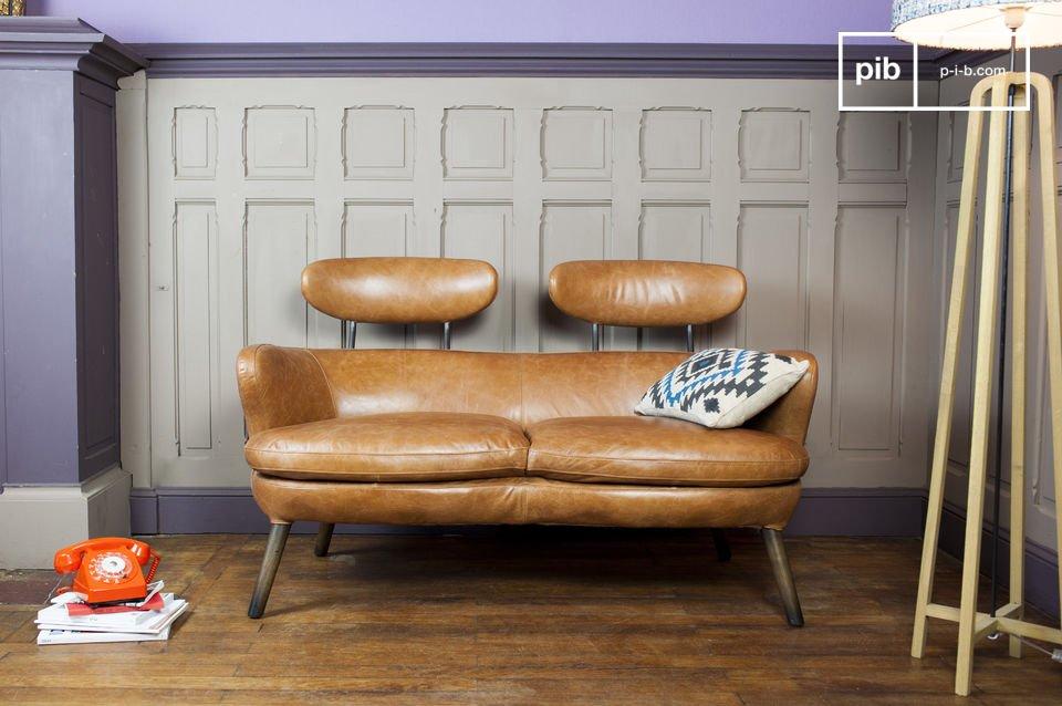 Un canapé deux places aux rondeurs vintage