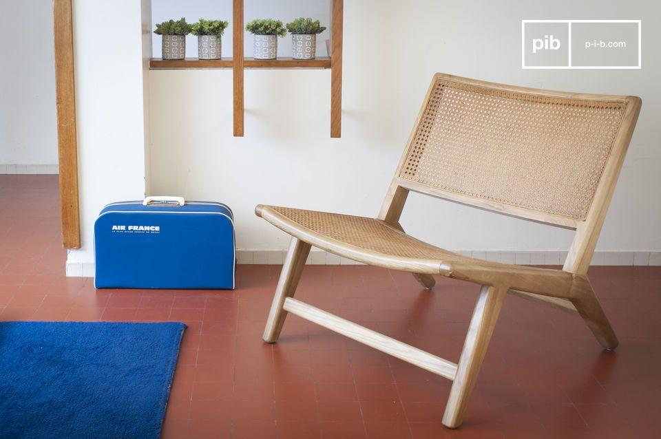 Un fauteuil scandinave d'esprit nature en cannage et chêne massif