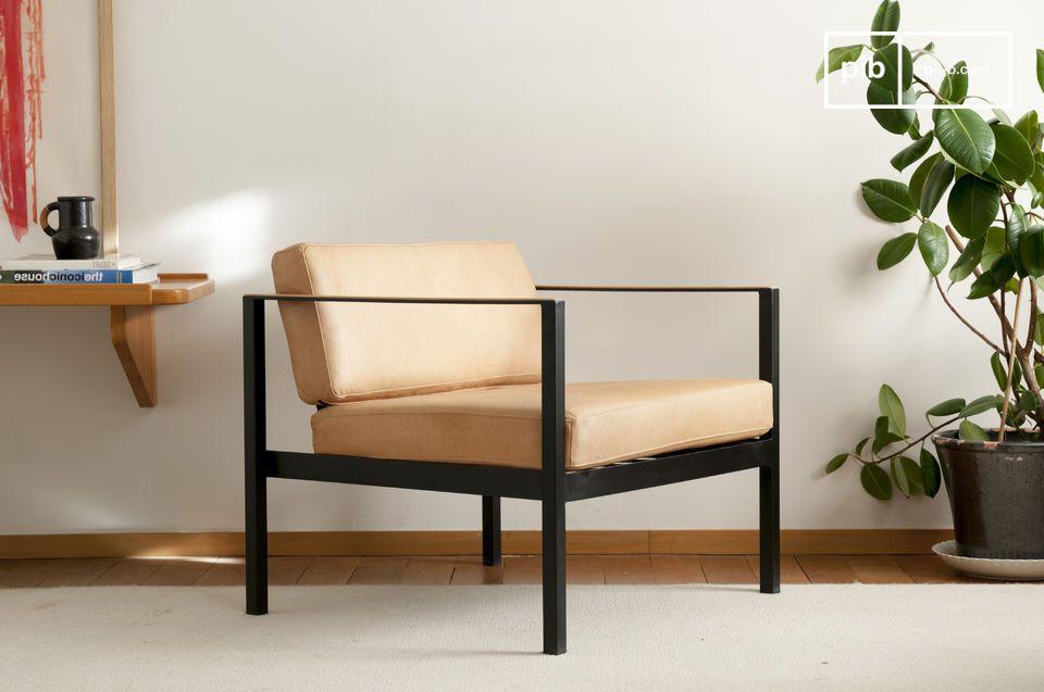 Un fauteuil en cuir à l'esprit vintage scandinave épuré