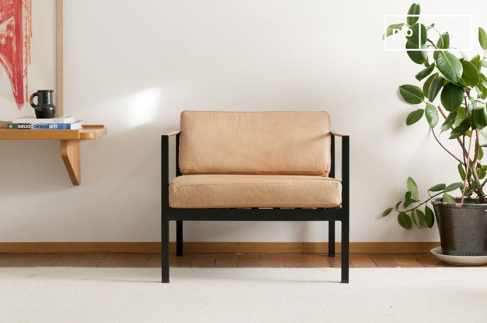 Ce fauteuil en cuir d\'une grande élégance s\'inspire des classiques de style scandinave de la