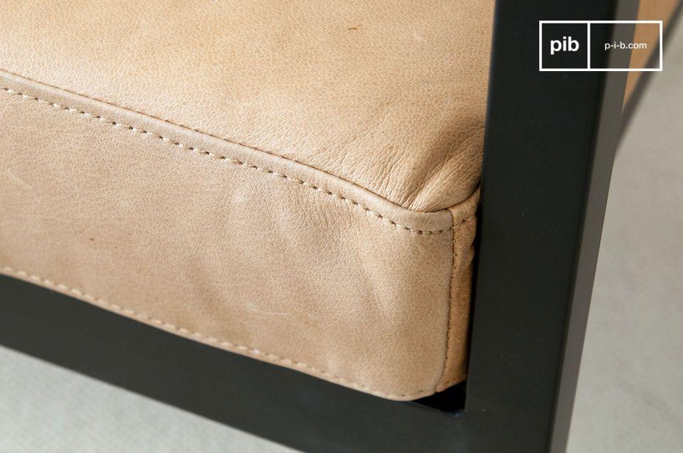 Sa largeur et sa profondeur s\'assise permettent de s\'y détendre, de s\'asseoir à son aise