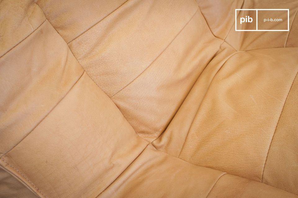 Présenté dans une belle tonalité de marron clair