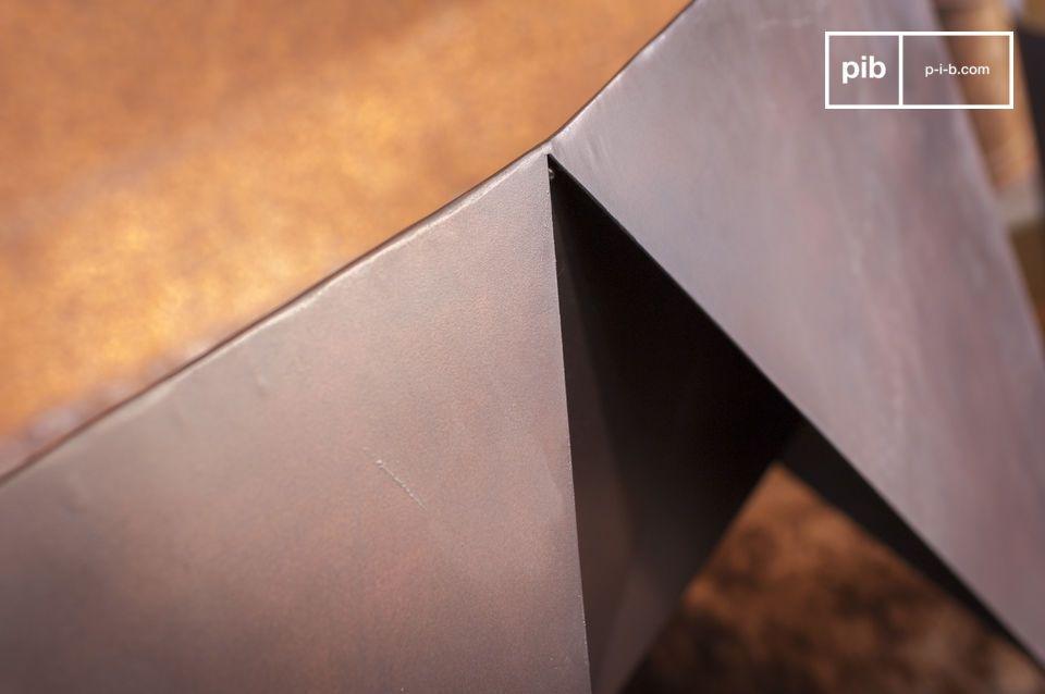 Ses lignes très droites et sa finition mate en font un fauteuil parfait pour un salon contemporain
