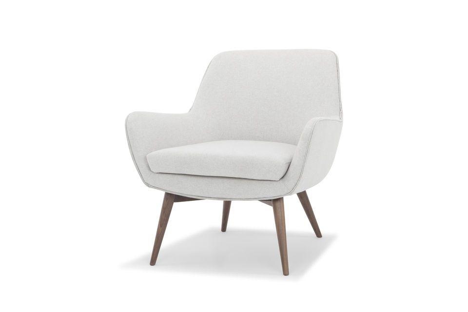 Le double passepoil en cuir vient donner une touche design au fauteuil Järvi et fait écho au