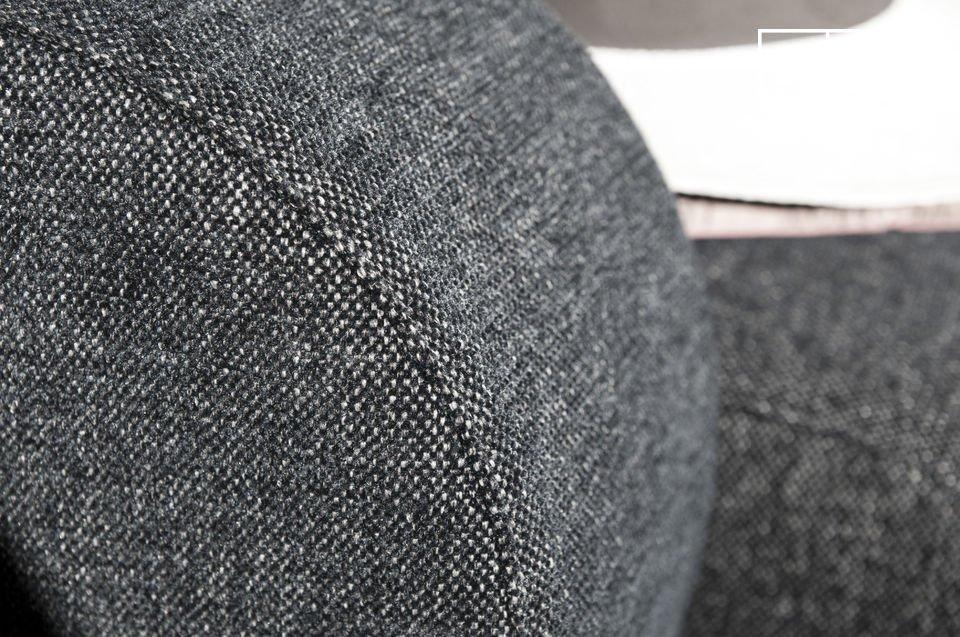 Un fauteuil aux lignes tout en rondeur, façon vintage