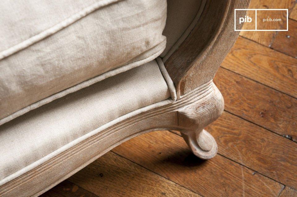 Un fauteuil idéal dans un salon, qui trouvera aussi sa place dans le coin d\'une grande chambre