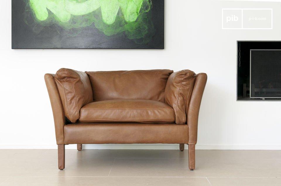 Probablement un des fauteuil en cuir au design vintage les plus réussis, de même que le canapé du même nom, le fauteuil Hamar diffuse un air de Scandinavie d\'il y a quelques décennies