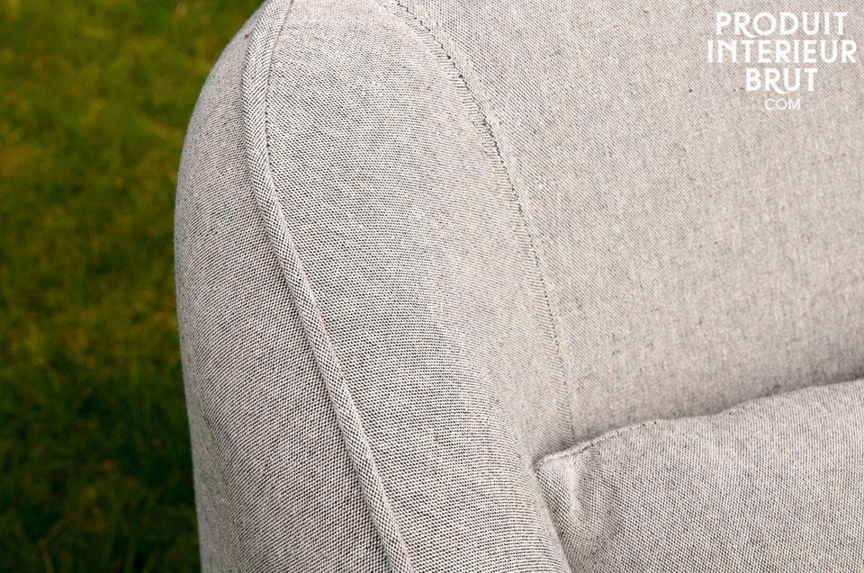 Le fauteuil Molly est un siège bien fini aux accents campagne-chics plein de charme