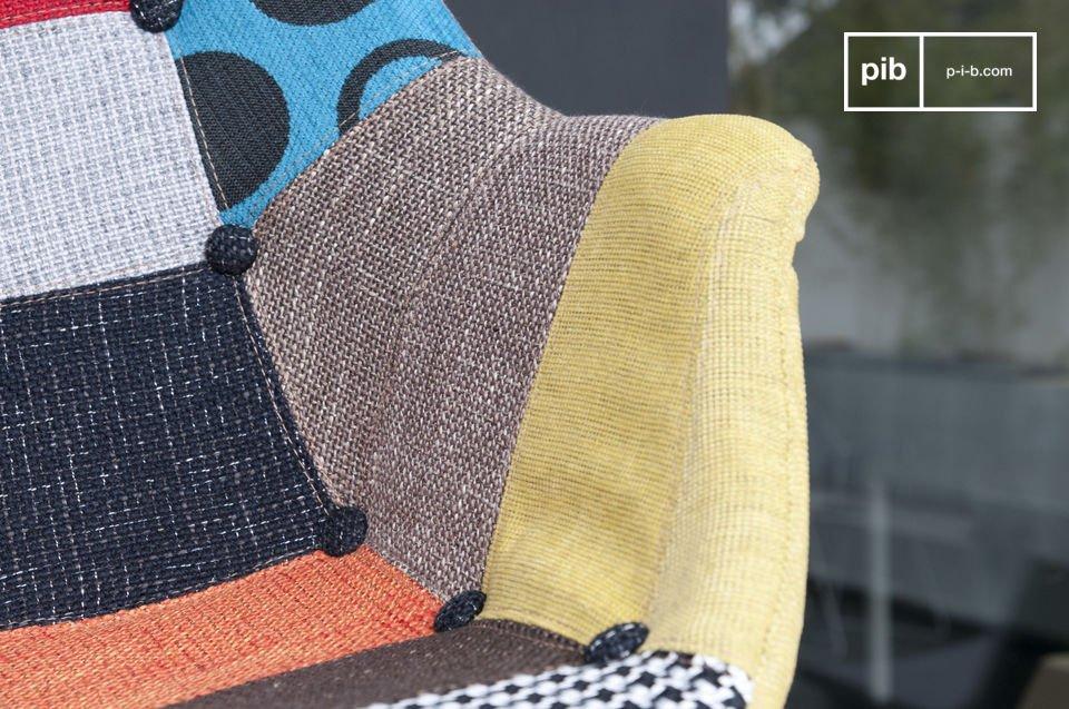 Son revêtement déhoussable associe plusieurs types de tissus, certains à motifs, d\'autres unis, pour un résultat haut en couleurs