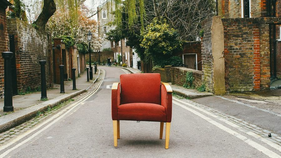 fauteuil rouge rustique