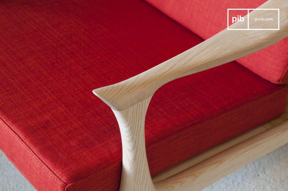 Ce fauteuil de couleur vive au design scandinave inspiré des années 50 saura donner une touche