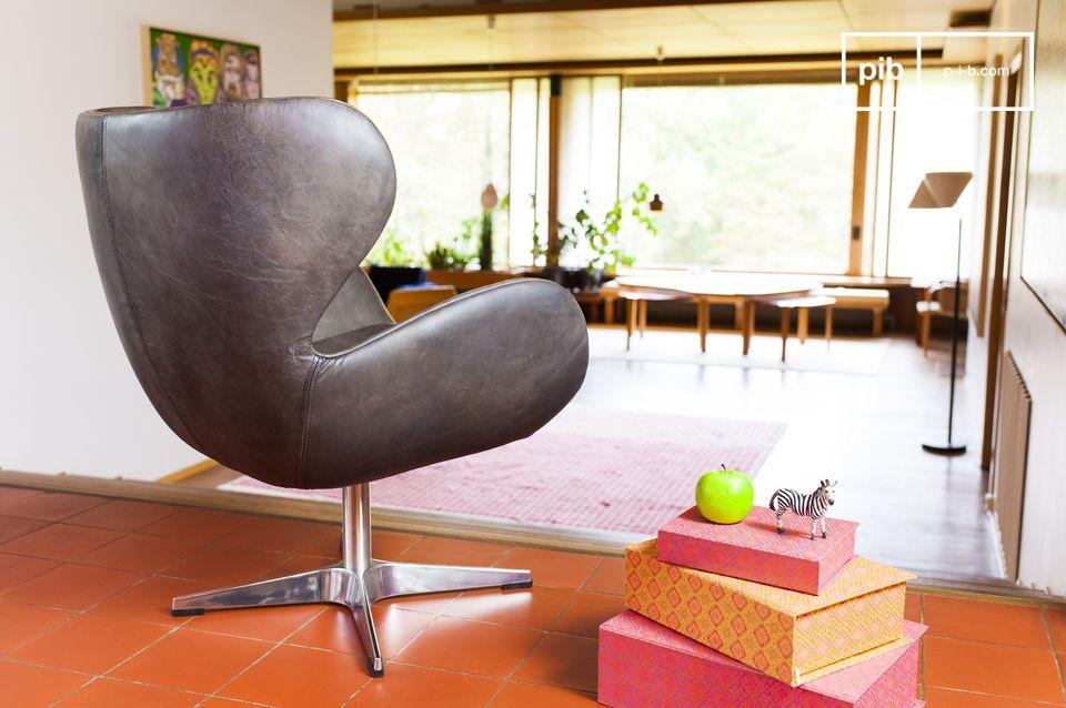 Le reste du fauteuil est entièrement conçu en cuir pleine fleur et affiche une belle couleur