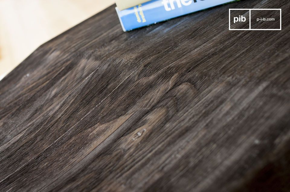 La partie en bois est composée de deux parties
