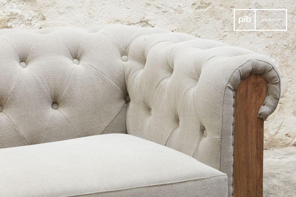 Cet étonnant canapé grand format au design brut ravira les amateurs de meubles authentiques de
