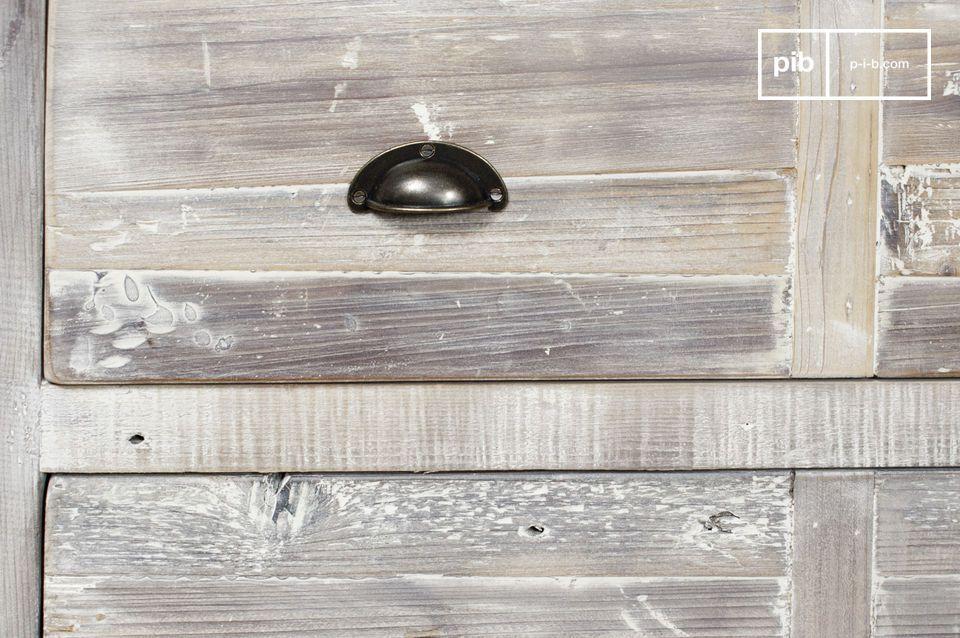 Résolument vintage, inspiré des anciens meubles de métier