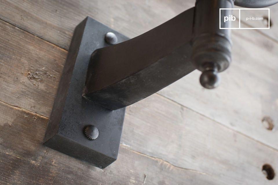Alliant verre et métal dans un parfait style rétro