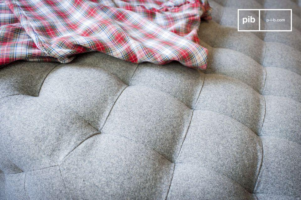 Design sobre, grandes dimensions et revêtement en laine