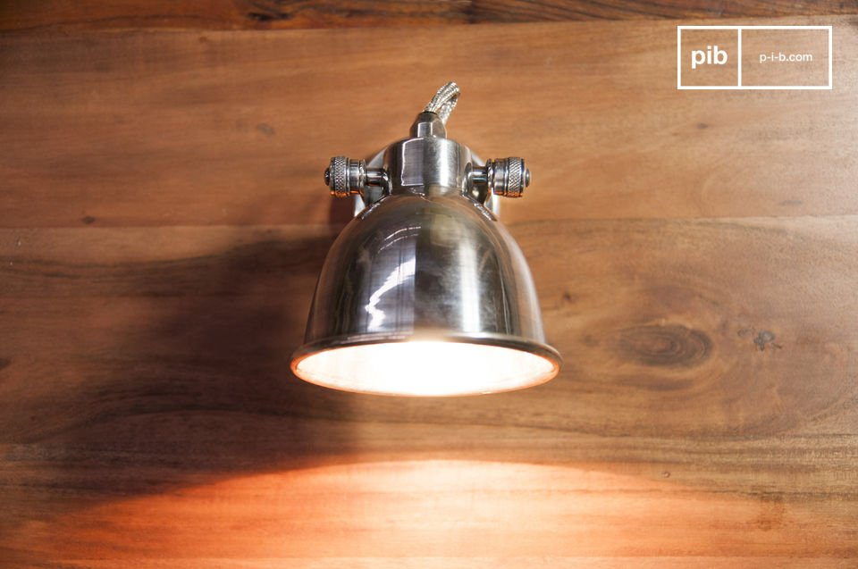 La grande applique Bistrot est un luminaire intemporel