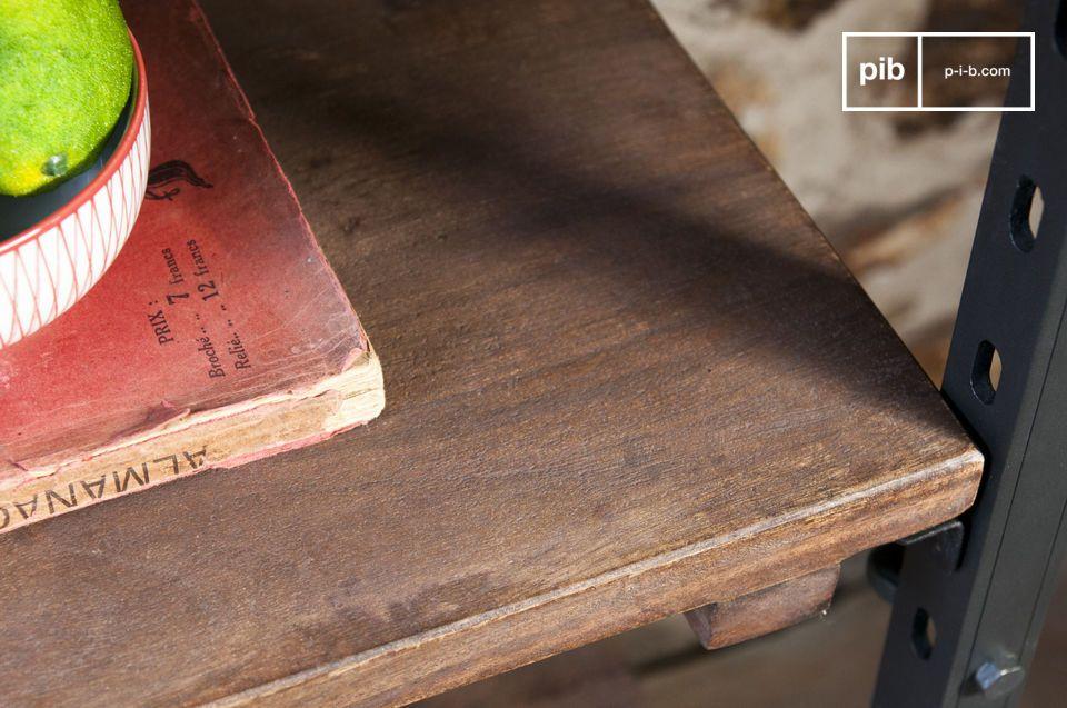 Née du mariage entre le bois massif des plateaux et de l\'acier de la structure