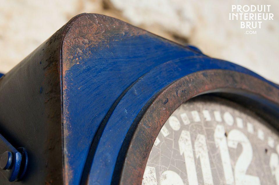 Une horloge au style industriel chiné bien trempé