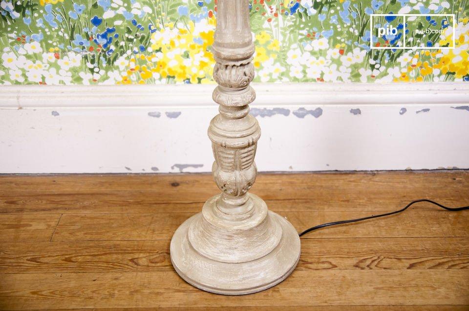 Un lampadaire au style  rétro-chic soigné