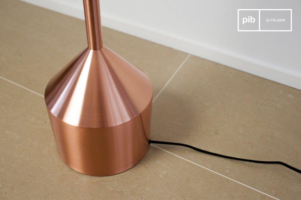 Le lampadaire Käsipa est un luminaire original qui apportera du cachet à votre intérieur