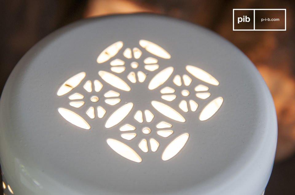 La lampe Lënie est un petit luminaire plein de charme qui viendra illuminer vos soirées en