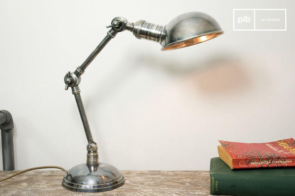 Une lampe orientable au design très vintage