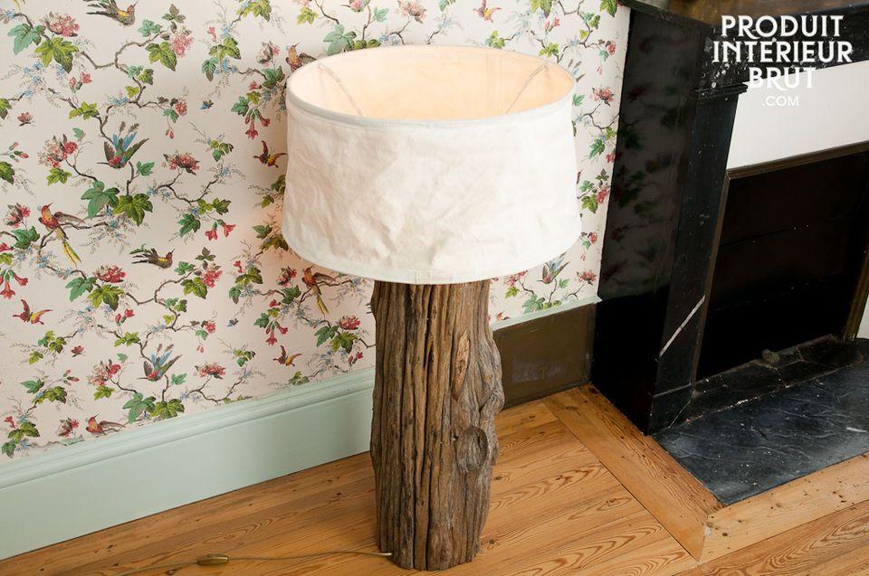 Équipez votre intérieur d\'une lampe réalisée dans un tronc de bois ancien