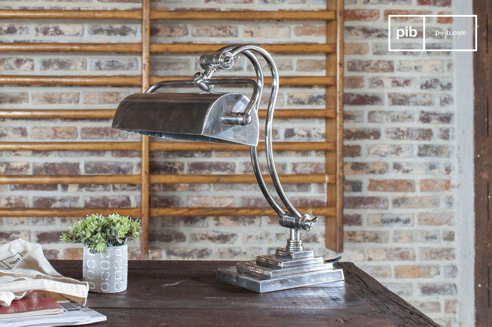 Une lampe de bureau ajustable au style industriel chic