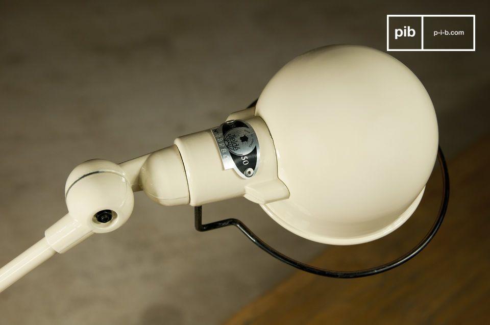 Une version toute en finesse de la célèbre marque de lampes