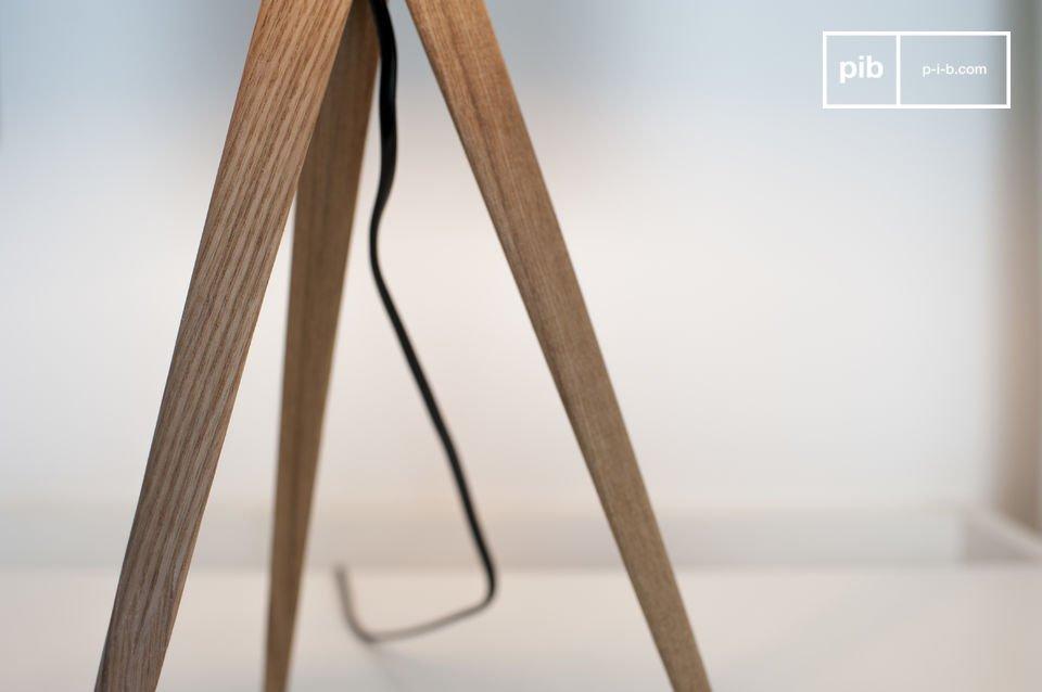 La lampe de table Kavinskï est un très bel exemple de luminaire de style scandinave