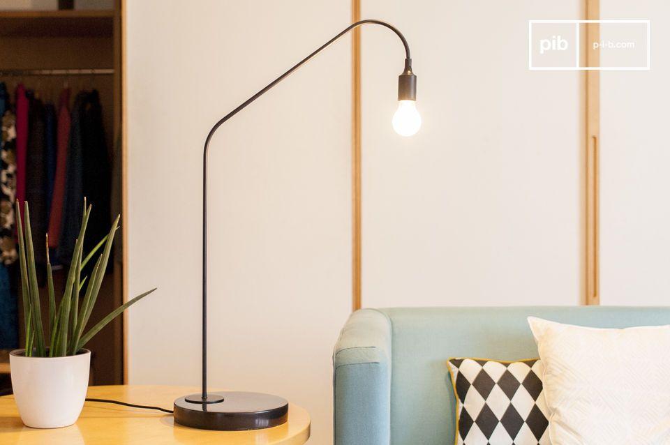Le raffinement minimaliste du marbre et du laiton noirs