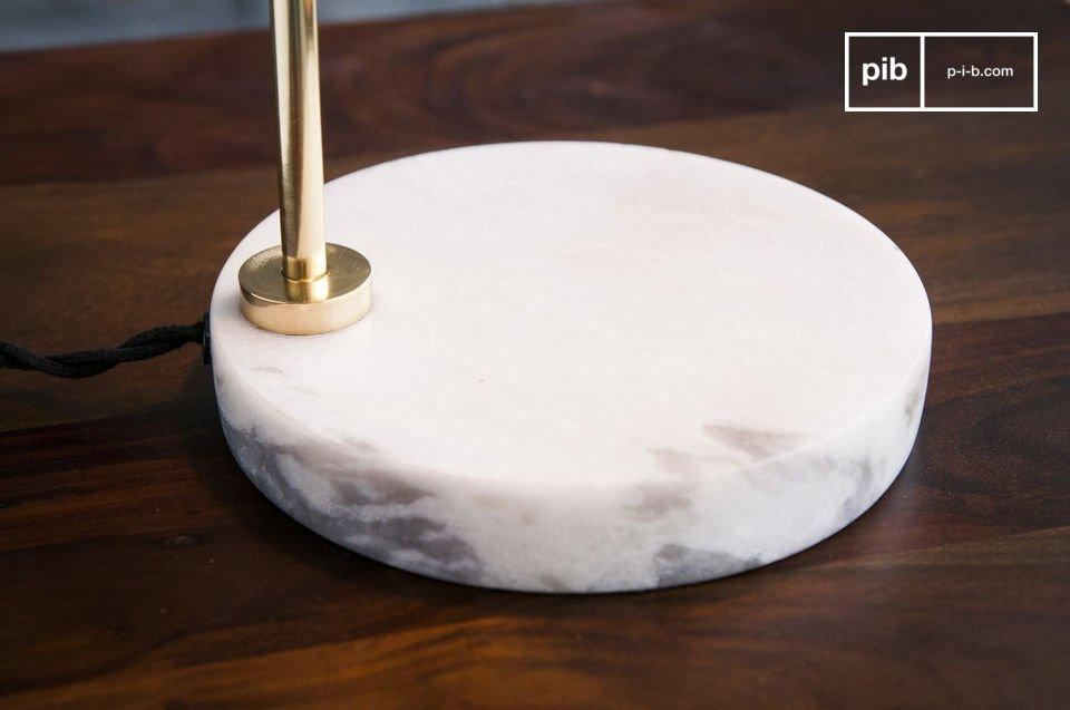 La lampe de table Ora est un luminaire d\'exception affichant un design scandinave classique
