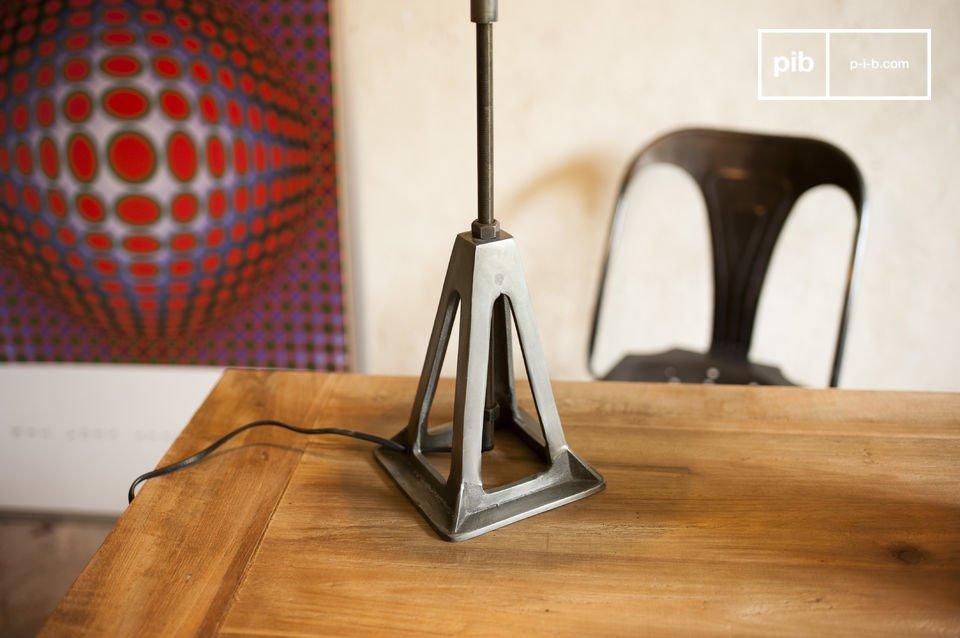 La lampe Éprion est un parfait exemple d\'une lampe retro au caractère industriel bien trempé qui