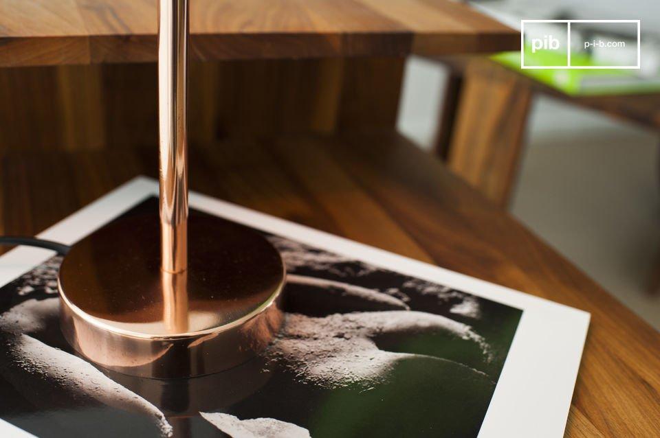 La lampe Gryde est un luminaire dégageant une chaleur agréable qui illuminera vos intérieurs